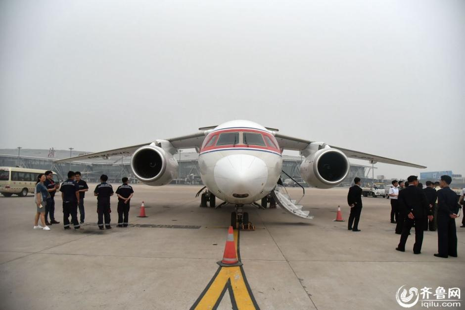 高丽航空开通济南航线 朝鲜空姐低调亮相 - 青岛新闻网