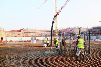 青岛新机场第一块底板开始浇筑