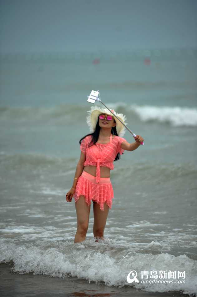 高清:各大海水浴场齐开放 青岛迎来海澡季
