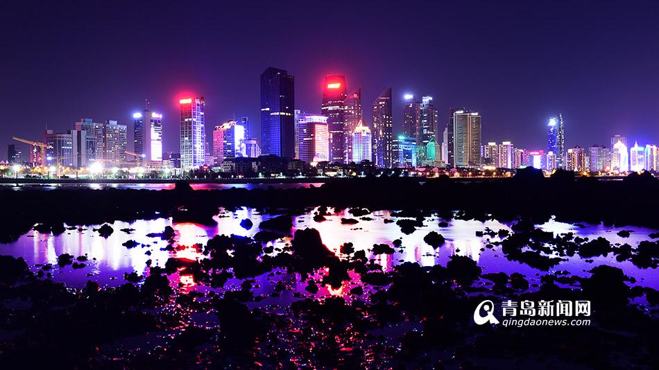 夜空中的青岛海岸线 多彩海湾霓虹璀璨