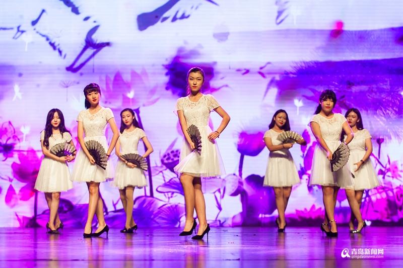 穿汉服弹古琴 这所学校的艺术节满是中国风图片