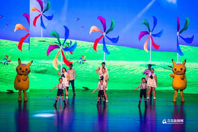 高清:穿汉服弹古琴 这所学校艺术节满是中国风图片