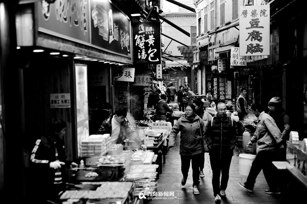 高清:黑白视角看青岛老街 几十年不变的味道