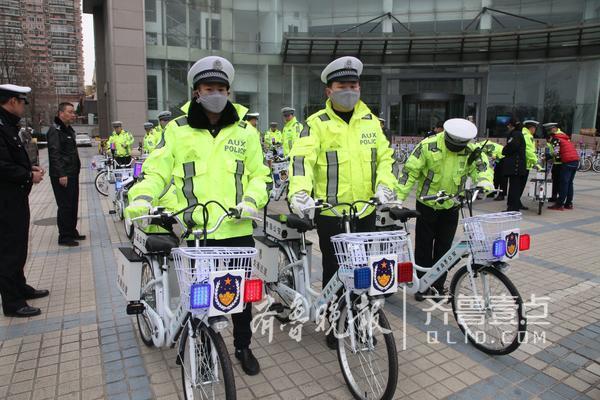 青岛交警换坐骑 骑电动自行车处置警情