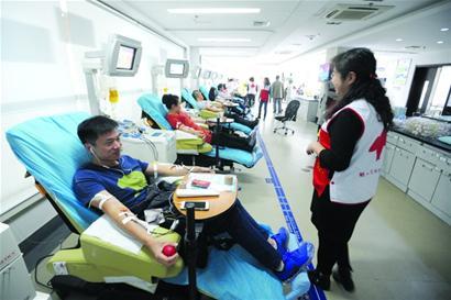 青岛去年11万人次无偿献血 年轻人为主力