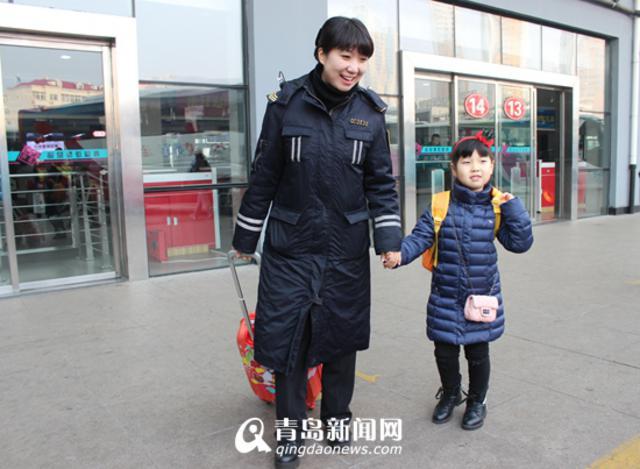 青岛邮寄儿童业务火爆 40个娃娃提前返乡(图)