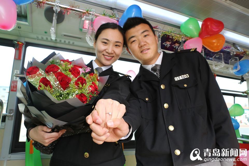 公交车上演求婚大作战 男司机要娶女驾驶员