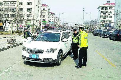 轿车脱审近三年 交通违法131次记439分(图)