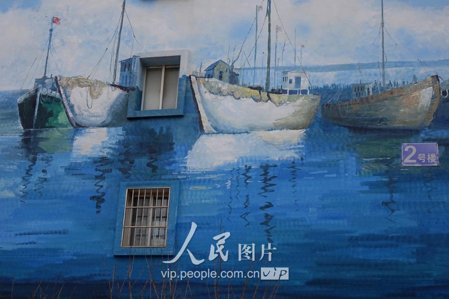 有创意!海洋主题墙面彩绘画扮靓青岛渔港(图)图片