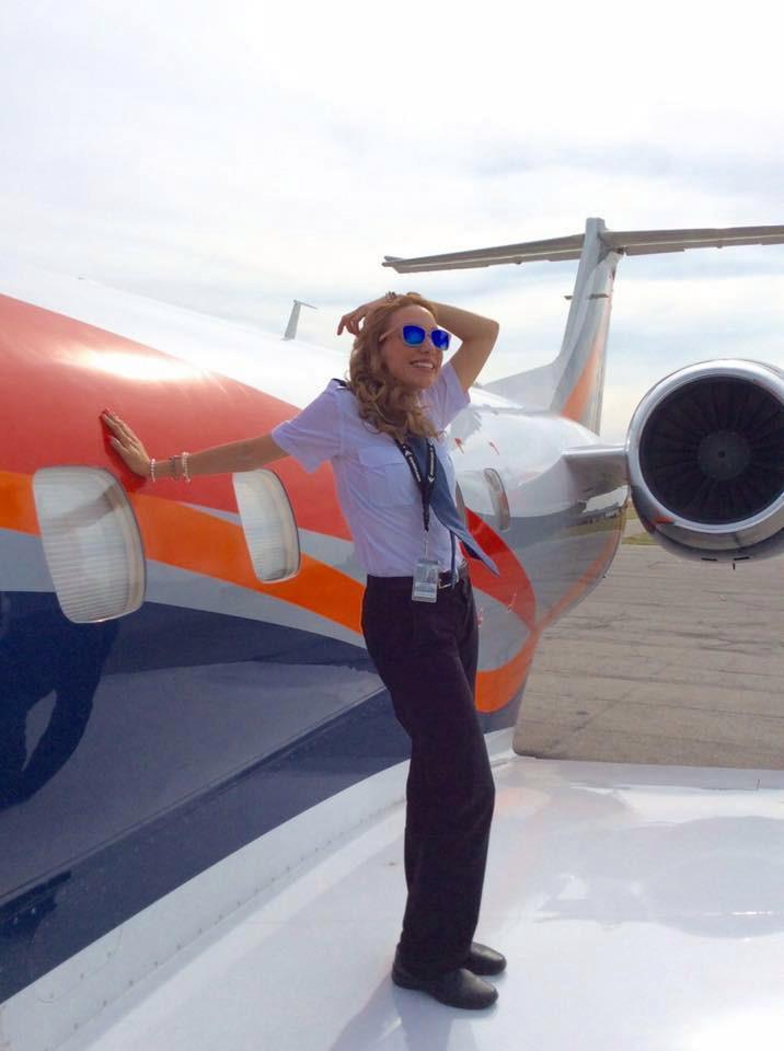 墨西哥第一美女飞行员