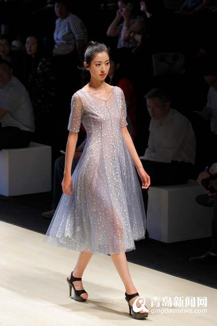 中国服装设计最高奖项金顶奖获得者,东方时尚中心签约设计师陈闻在