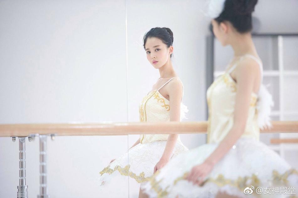 女孩fangjian-芭蕾少女舞蹈房练功照