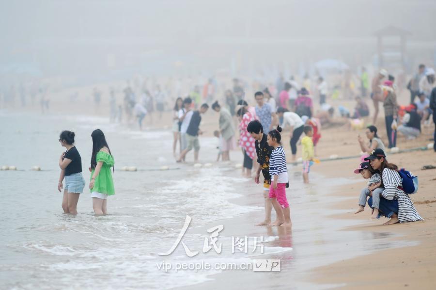 洗海澡啦!青岛第一海水浴场今日开放