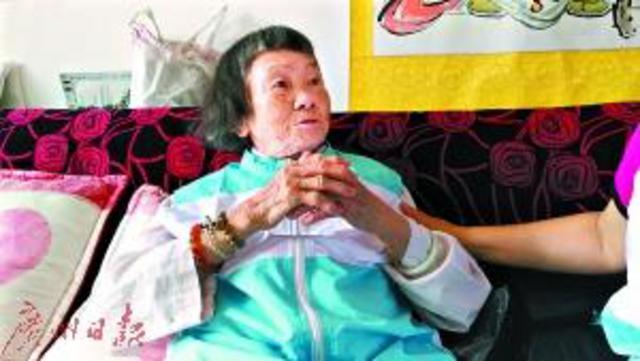93岁老人捐出全部养老金为省钱一天只吃一顿饭