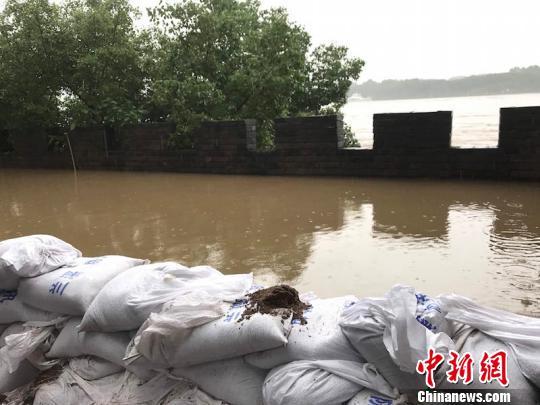 暴雨侵袭浙江 钱塘江流域暴发建国后第二大洪水