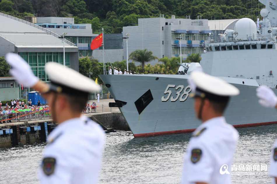 航母编队抵香港 特区政府举行隆重欢迎仪式
