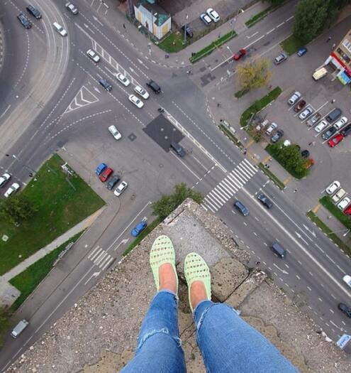 俄罗斯名字女孩玩照片女生看了让人腿发软自拍楼顶穆姓图片