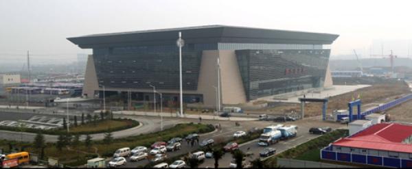 郑州新东站车站_在河南郑州,有一座建筑面积5万多平方米的汽车站,它毗邻郑州高铁东站
