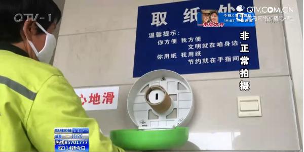 栈桥公厕每天用十几卷纸 工作人员称只能劝阻